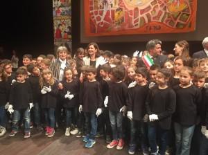 4-con-i-piccoli-partecipanti-alliniziativa-da-fano-alleuropa-le-citta-dei-bambini